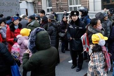 Hombre hiere con un martillo a 20 niños en una escuela de China