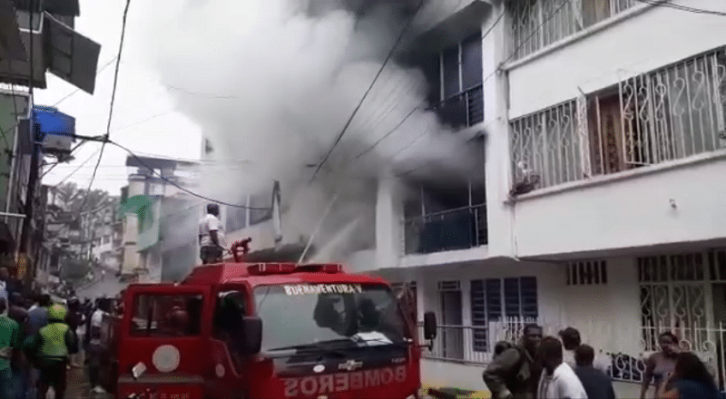 Video: incendio en edificio de Buenaventura deja una persona lesionada