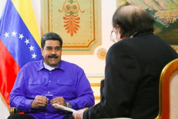 """Maduro dice que Bolsonaro entrega a Brasil en """"bandeja de plata"""" a EEUU"""