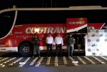 """Interceptan en Cauca a """"narcobus"""" que transportaba cocanía hacia Ecuador"""