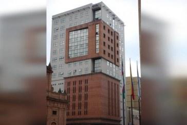 Cinco personas atrapadas por fallas en ascensor del edificio San Francisco