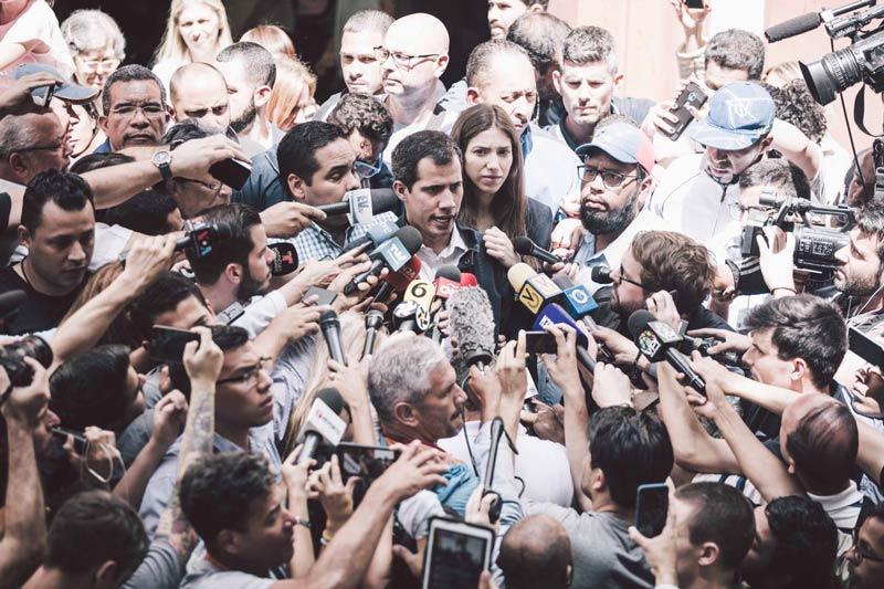 Presidente interino de Venezuela Guaidó denunció presencia policial en su casa