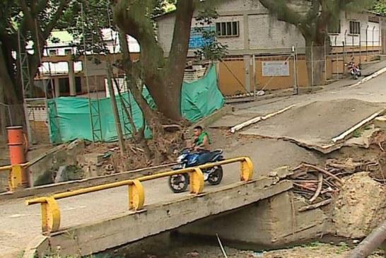 Habitantes de Alto Aguacatal denuncian que puente vehicular cumplirá un año dañado