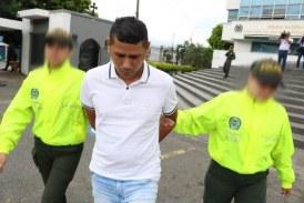 Sigue judicialización a hombre acusado de apuñalar a su expareja en Floralia