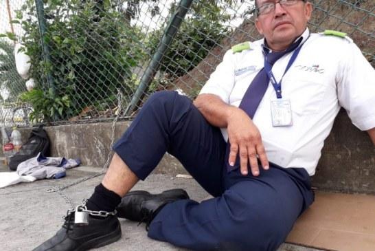 Conductor del Mío se encadenó en Unimetro para denunciar falta de pagos