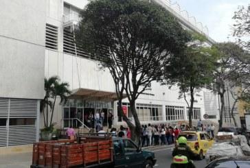 Emanación de humo generó pánico en el Centro Cultural Comfandi, centro de Cali
