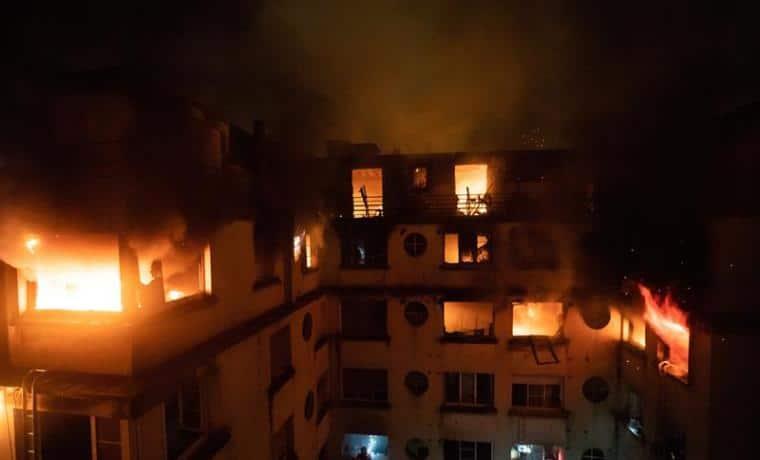 Incendio que habría sido provocado deja 10 muertos en edificio de Paris, Francia