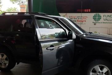 Reportan atentado sicarial en donde quedó herido el director del HUV y su escolta