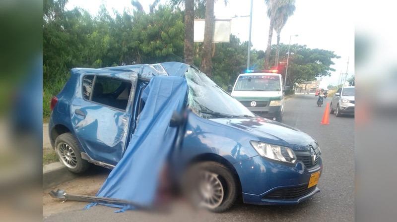 Choque de carro contra poste en vía Cali-Candelaria deja una joven de 22 años muerta