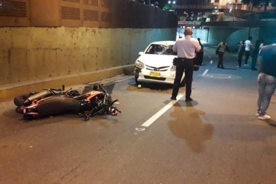 ¿Piques ilegales? carro en contravía embistió a motociclista en el Túnel Mundialista