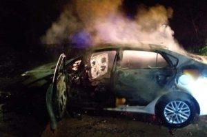 Hallan cuerpo de mujer que habría sido asesinada y calcinada dentro de carro en Jamundí
