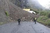 Nueva complicación para Nariño, derrumbe de tierra dificulta movilidad en la región
