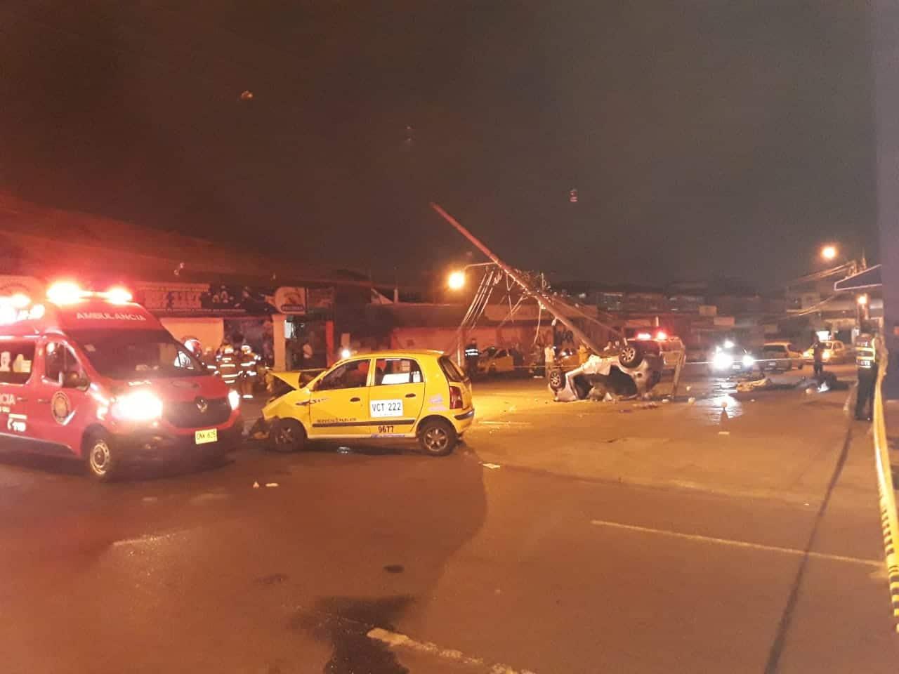Dos personas muertas y seis heridas deja accidente de tránsito en Alameda