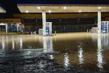 Fuertes inundaciones en vías de Cali y Yumbo tras fuerte aguacero de este viernes