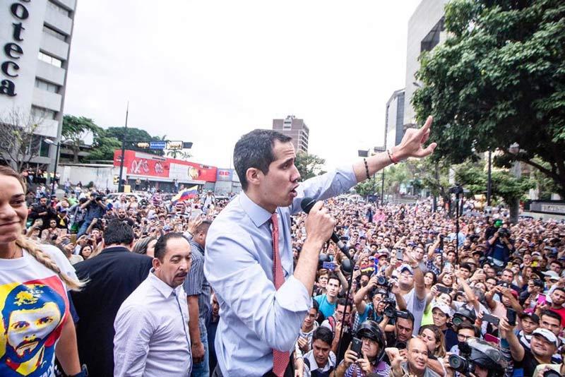 """Guaidó dice que desplazaría a Maduro """"muy pronto"""" de palacio presidencial"""