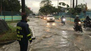 Congestiones e inundaciones por fuertes lluvias en Cali