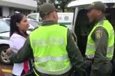 En libertad mujer que agredió a dos guardas de tránsito de Cali, aquí las razones