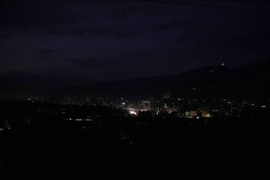 Niegan entrada a Colombia a personas cercanas a Maduro que buscaban evadir apagones