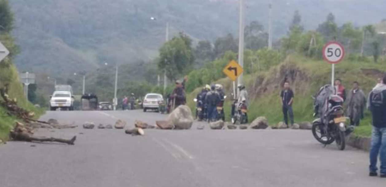 Vía Panamericana continuaría bloqueada hasta que llegue el Presidente Duque