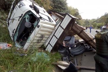 Accidente en Dagua, entre un camión y una buseta, dejó varios heridos