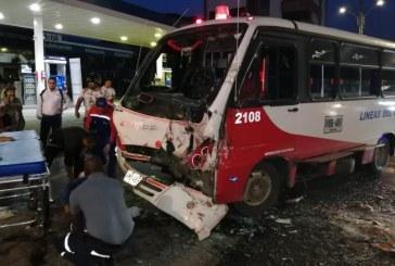 Accidente de tránsito entre buses de servicio público dejó 15 heridos en Cali