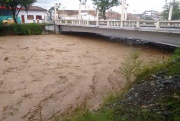 Ante fuertes lluvias, alertan a habitantes de zonas aledañas a ríos en Valle del Cauca