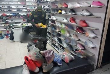 Autoridades decomisaron 900 pares de calzado de contrabando que provenía de China