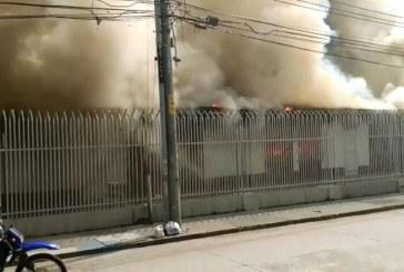 Bomberos atienden incendio de gran magnitud  en iglesia cristiana del sur de Cali