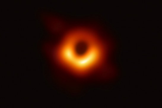 Científicos presentan por primera vez histórica imagen de un agujero negro