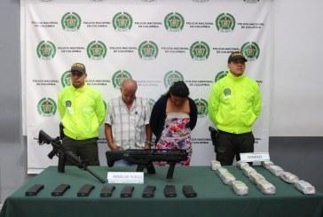 Envían a la cárcel a pareja hallada con armas de largo alcance y 240 millones en Cali