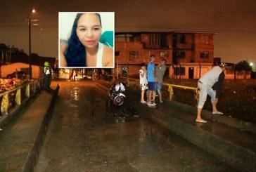 Avanza investigación para esclarecer extraña muerte de mujer que cayó a caño en Cali