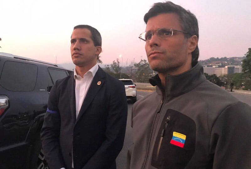 Guaidó publica video presuntamente desde base aérea venezolana junto a uniformados