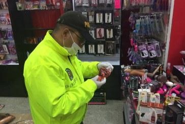 Incautan productos sexuales, no aptos para el uso humano, en tienda erótica de Cali