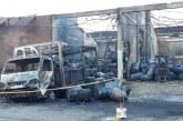 Cinco heridos, 3 bodegas y 20 vehículos calcinados dejó incendio en vía Cali-Candelaria