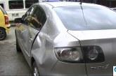 A patadas, pareja ocasionó graves daños a carro luego de accidente de tránsito en Cali