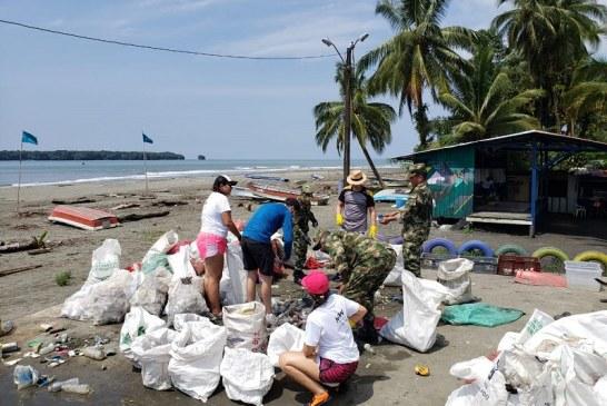 Tres toneladas de basura fueron removidas en las playas del Pacífico este fin de semana