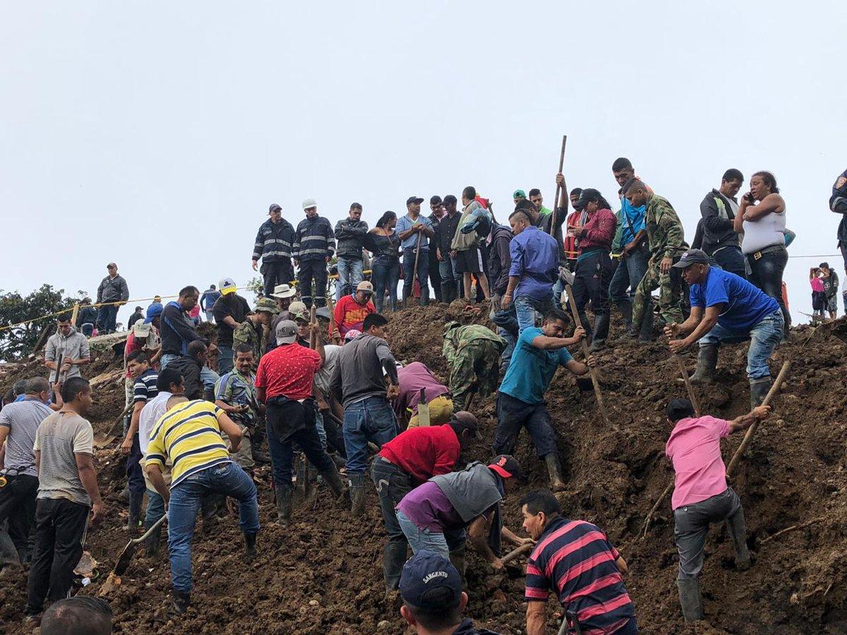 Al menos 14 personas mueren por derrumbe en Colombia