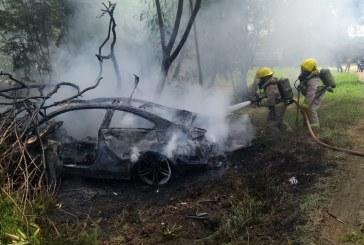 Accidente de un automóvil BMW en la vía Cali-Yumbo terminó en incendio
