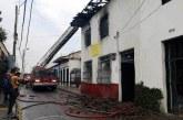 Bomberos controlan incendio en casona del histórico barrio San Antonio de Cali