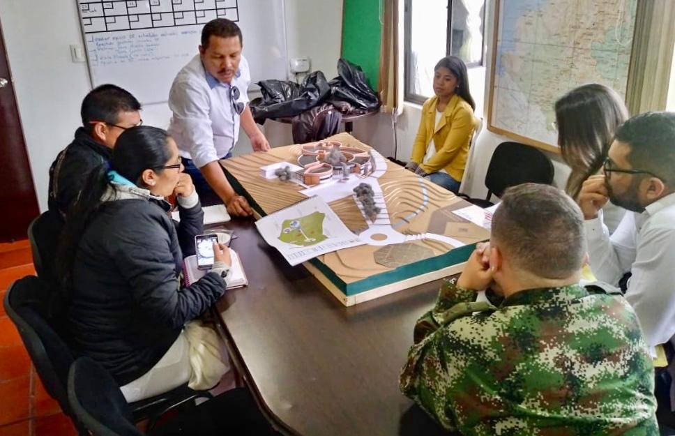 Entrega de diseños arquitectónicos a comunidad indígena en Cauca