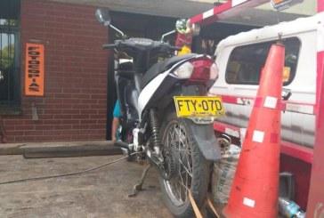 Inmovilizan moto e identifican a presunto ladrón de mujer que quedó grabado en video
