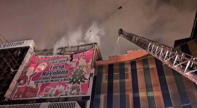 Se registra un incendio en centro comercial de Barranquilla