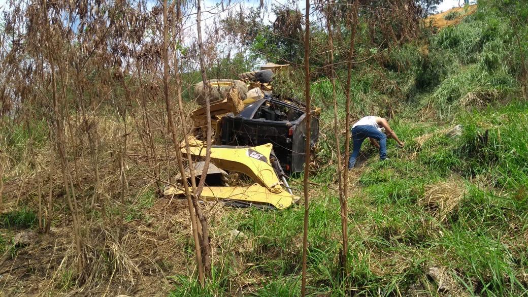 Hombre murió durante volcamiento de retroexcavadora en zona montañosa de Yumbo