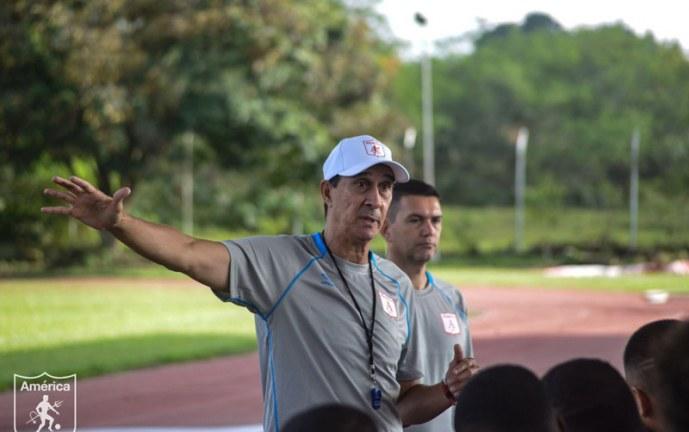 Alexandre Guimaraes fue presentado oficialmente como el nuevo técnico de América de Cali