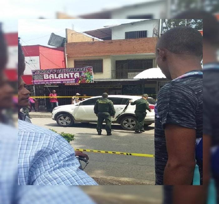 Atentado sicarial en la Autopista Simón Bolívar deja a un hombre herido