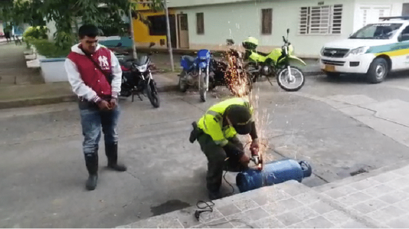 Sorprenden a motociclista que transportaba 20 kilos de marihuana en un cilindro de gas