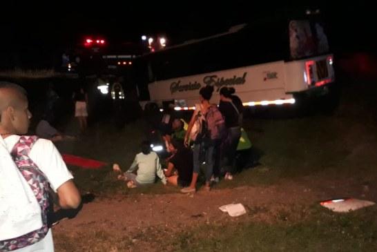 Bus que iba de Cali a Zarzal se estrelló cerca a Rozo, hay 25 heridos