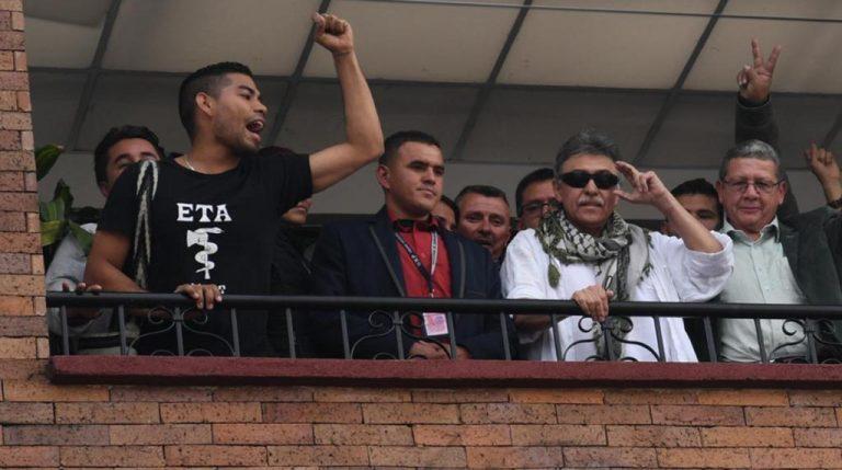 Farc se disculpa ante España por seguidor de Santrich con camiseta de ETA