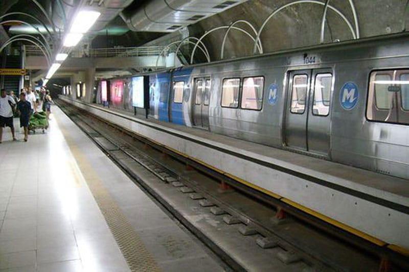 Joven muere al intentar tomarse selfie sobre línea férrea de Río de Janeiro