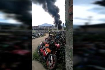 Cerca de 100 motos quemadas dejó incendio en sede de los patios del tránsito en Cali